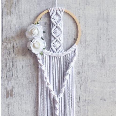 Dekoracja boho - obręcz z kwiatami - makrama na ścianę - polskie rękodzieło - ALOM
