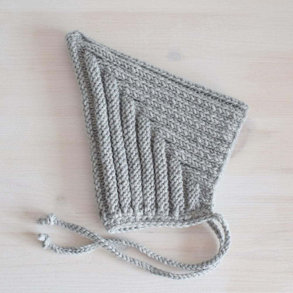 Wełniana czapeczka - robiona ręcznie na drutach - prezent na roczek - ALOM