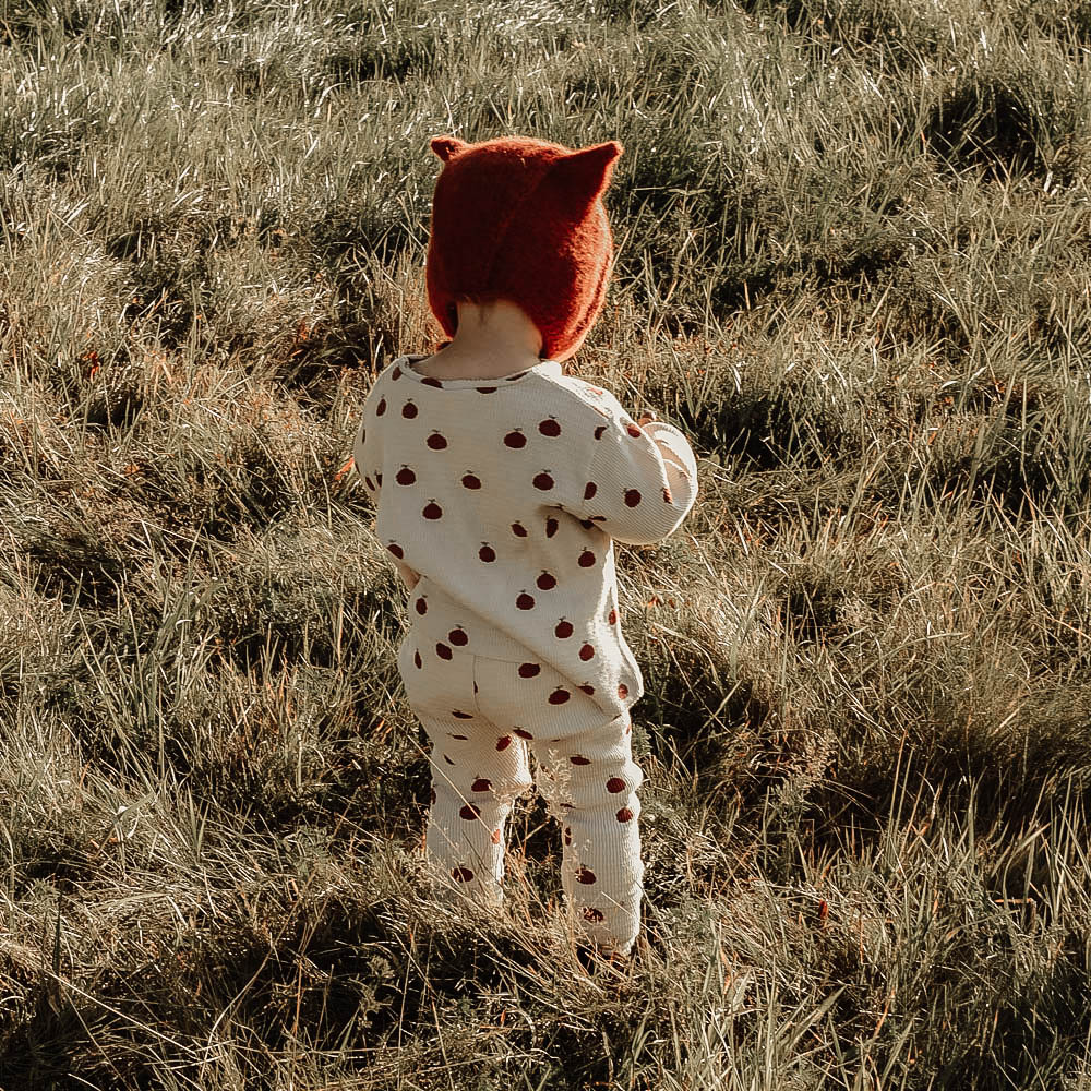Czapeczka dziecięca - z uszkami - wełniana - robiona na drutach - ALOM