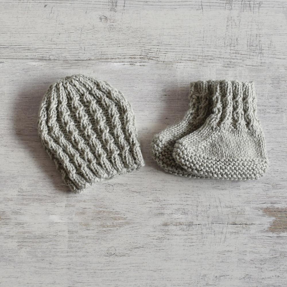 Buciki i czapeczka - komplet niemowlęcy - ALOM