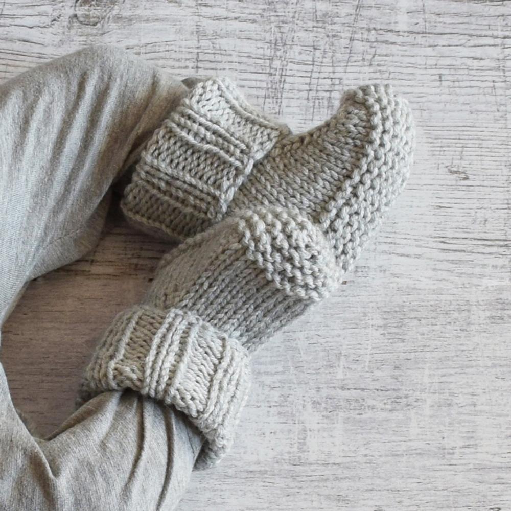 Buciki i czapeczka - robione na drutach - merino blend - ALOM