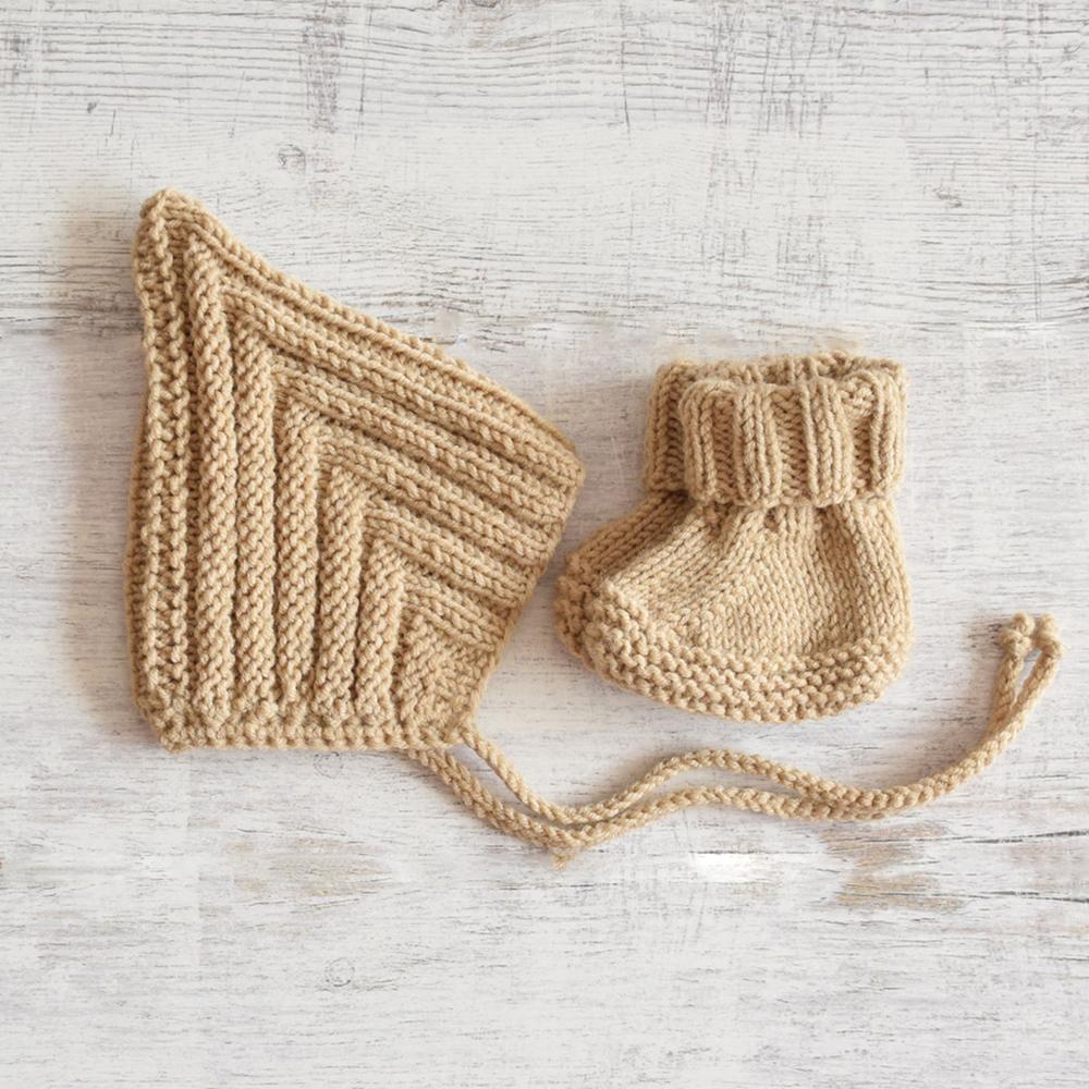 Wełniane buciki i czapeczka - prezent dla noworodka - ALOM