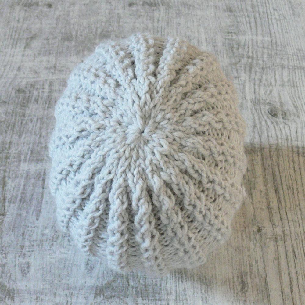 Klasyczna czapka - z warkoczykami - rękodzieło - ALOM