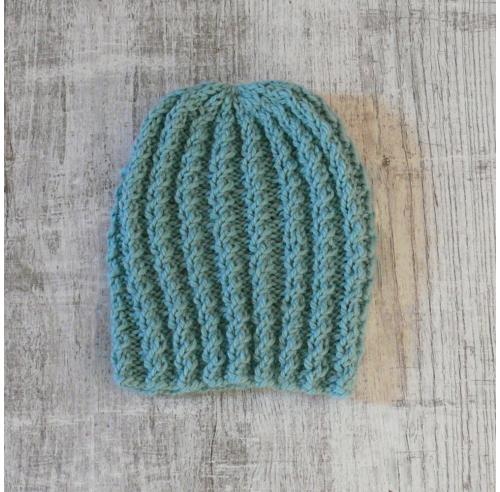 Damska czapka - klasyczny fason - handmade - ALOM