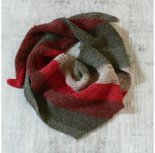 Trójkątny, asymetryczny szal na zimę - handmade - ALOM