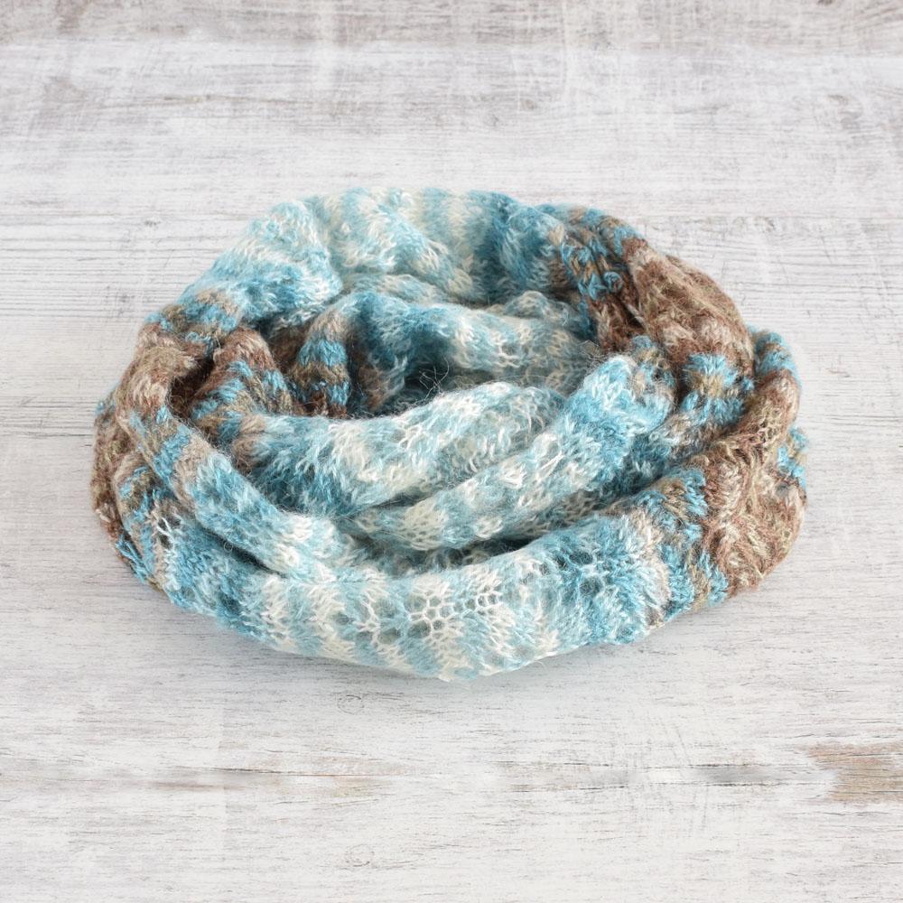 Ażurowy szalik - lekki i ciepły - ręcznie robiony na drutach - ALOM