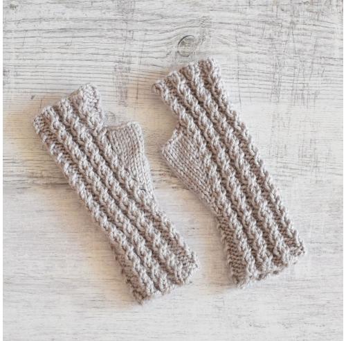 Mitenki  z opalizującą nitką - warkoczyki - robione ręcznie na drutach - ALOM